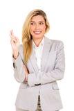 A mulher de negócios com dedos cruzou-se Foto de Stock