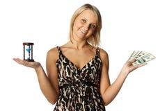 Mulher de negócios com hourglass e dinheiro fotografia de stock royalty free