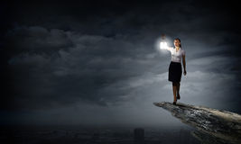 Mulher de negócios com lanterna Imagens de Stock Royalty Free