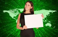 Mulher de negócios com mapa do mundo e figuras Fotografia de Stock Royalty Free