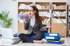 A mulher de negócios com o altifalante no escritório Imagens de Stock Royalty Free
