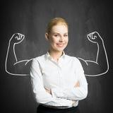Mulher de negócios com o desenho que simboliza o poder foto de stock