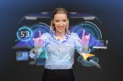 Mulher de negócios com o navegador na tela virtual imagem de stock royalty free