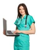 Mulher de negócios com o portátil aberto no fundo branco Imagens de Stock Royalty Free