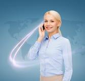 Mulher de negócios com o smartphone sobre o fundo azul Foto de Stock