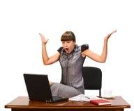 Mulher de negócios com o tampão do café e do portátil Fotografia de Stock Royalty Free