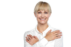 Mulher de negócios com os braços cruzados através de sua caixa Imagens de Stock Royalty Free
