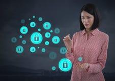 Mulher de negócios com palma das mãos ícones aberto e da segurança do fechamento Fotos de Stock