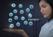 Mulher de negócios com a palma das mãos aberta e Fintech com vários ícones do negócio Fotos de Stock Royalty Free