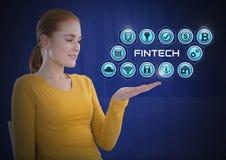 Mulher de negócios com a palma das mãos aberta e Fintech com vários ícones do negócio Imagens de Stock Royalty Free