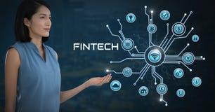 A mulher de negócios com a palma das mãos aberta e Fintech com vários ícones do negócio conectam Imagens de Stock Royalty Free