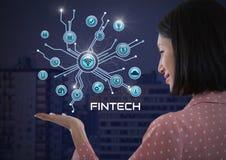 A mulher de negócios com a palma das mãos aberta e Fintech com vários ícones do negócio conectam Imagens de Stock