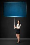 Mulher de negócios com placa azul Imagens de Stock