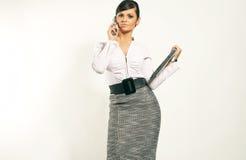 Mulher de negócios com portátil e telefone Fotografia de Stock Royalty Free
