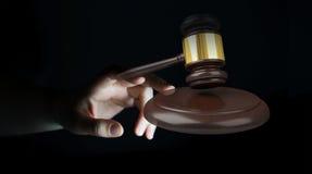 Mulher de negócios com rendição do martelo 3D de justiça Imagens de Stock