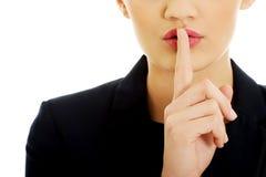 Mulher de negócios com seu dedo nos bordos Fotografia de Stock Royalty Free