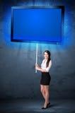 Mulher de negócios com tabuleta de brilho Foto de Stock
