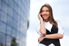 Mulher de negócios com telemóvel Imagens de Stock