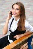 Mulher de negócios com telemóvel Fotos de Stock