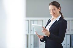 Mulher de negócios com touchpad foto de stock