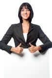 Mulher de negócios com um cartão em branco fotografia de stock