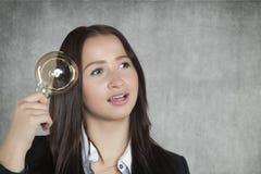 Mulher de negócios com uma cabeça completa das soluções Imagem de Stock