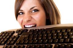 A mulher de negócios começ irritada em seu teclado imagens de stock royalty free