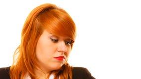 Mulher de negócios de cabelo vermelha infeliz imagens de stock royalty free