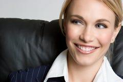 Mulher de negócios de sorriso bonita fotografia de stock