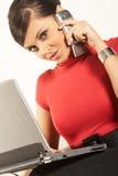 Mulher de negócios do brunet de Atractive Foto de Stock Royalty Free