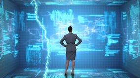 Mulher de negócios e códigos do programa video estoque
