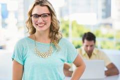 Mulher de negócios e colegas criativos atrás Imagem de Stock Royalty Free
