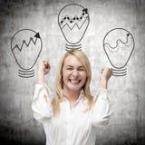 Mulher de negócios e lâmpada três foto de stock