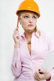 Mulher de negócios em originais da terra arrendada do capacete Imagens de Stock Royalty Free
