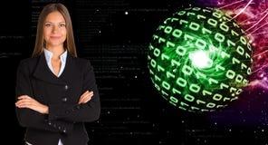 Mulher de negócios em um terno Esferas de dígitos de incandescência fotografia de stock royalty free