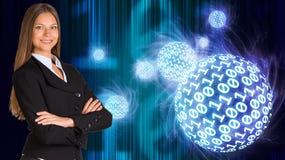 Mulher de negócios em um terno Esferas de dígitos de incandescência imagem de stock royalty free