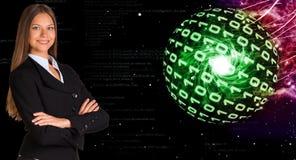 Mulher de negócios em um terno Esferas de dígitos de incandescência fotos de stock royalty free