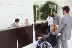 Mulher de negócios em uma cadeira de rodas imagens de stock