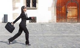 Mulher de negócios em uma pressa foto de stock royalty free