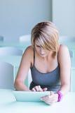 Mulher de negócios/estudante universitário bonitos, novos Imagens de Stock Royalty Free
