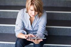 Mulher de negócios/estudante universitário bonitos, novos Imagem de Stock