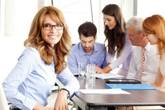 Mulher de negócios executiva bonita na reunião Imagem de Stock