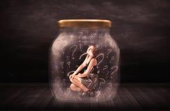 Mulher de negócios fechado em um frasco com conceito dos pontos de interrogação imagem de stock royalty free