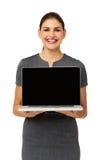 Mulher de negócios feliz Advertising Laptop Fotografia de Stock
