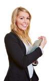 Mulher de negócios feliz com tabuleta Fotos de Stock