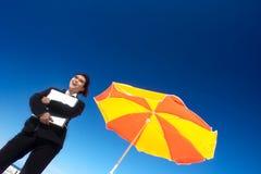 Mulher de negócios feliz em férias fotos de stock