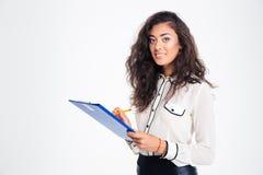 Mulher de negócios feliz que guarda a prancheta Fotografia de Stock