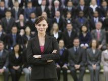 Mulher de negócios In Front Of Multiethnic Executives fotos de stock
