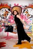 Mulher de negócios, grafitti urbano Foto de Stock