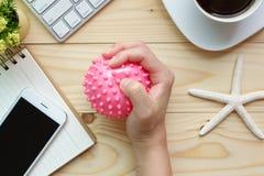 Mulher de negócios Holding Stress Ball disponivel fotografia de stock royalty free